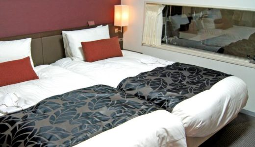 ホテルのお風呂の壁にガラス窓、スケスケ流行の謎