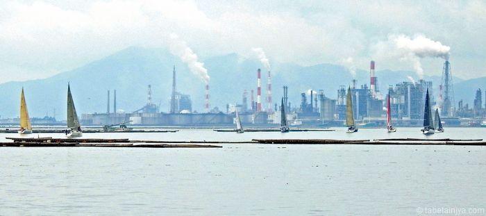 宮島一周ヨットレース 大竹コンビナートとヨット
